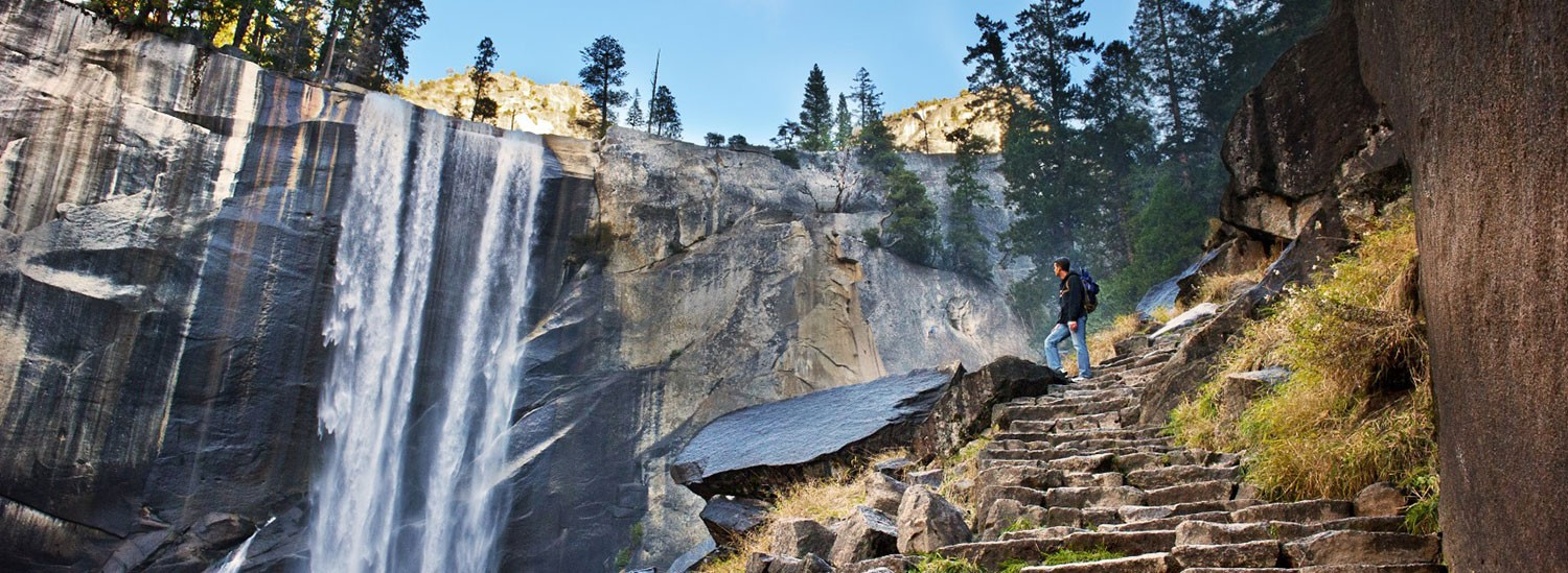 THE WESTGATE OF YOSEMITE NATIONAL PARK, SHOPPING, AND HIKING ARE NEAR THE LUCKY BUCK CAFE